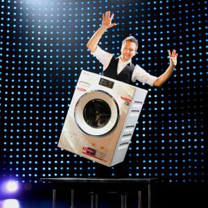 schwebende Waschmaschine, Zauberer Peter Valance Berlin
